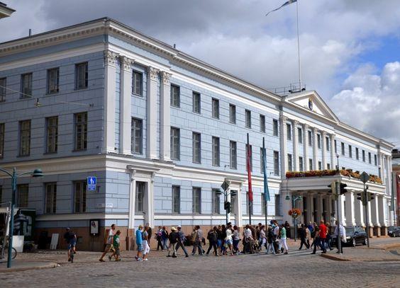 Helsínquia é a capital da Finlândia, uma cidade moderna com mais de meio milhão de habitantes. A cidade está rodeada pelo mar em três lados, o que faz com que tenha quase 100 km de costa e cerca de…