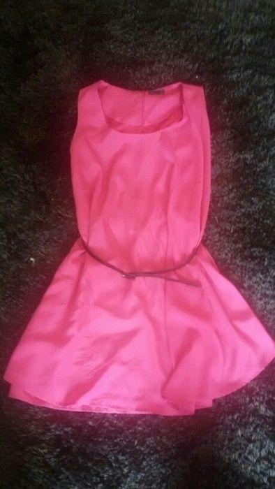Wunderschönes Pinkes Kleid mit kleinem schwarzen Gürtel ! Macht eine super Figur! Größe 40! #partykleid #fun #pink