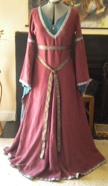 An under gown and bliaut pattern with pictures and helpful patterns.   #medieval  #medievalgowns