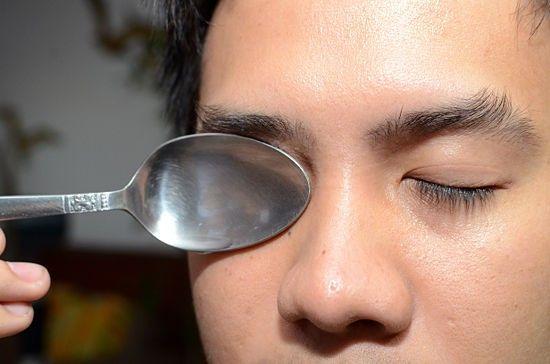 إن كنت تشتكي من انتفاخ العين فنحن هنا سنقدم لك ١٠ وصفات مفيدة في علاج انتفاخ العين فيمكن أن تستيقظ وعيونك منتفخة حيث يح Puffy Eyes Facial Masks Pearl Earrings