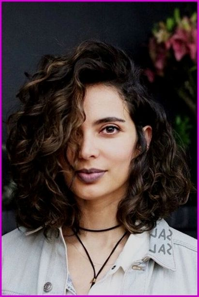 Curly Bob Haircuts Best Short Haircuts For Curly Hair Round Face 2019 Shortcurlyha Haircuts For Curly Hair Wavy Bob Hairstyles Curly Hair Styles Naturally
