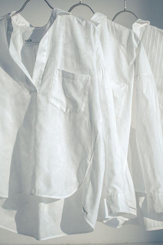 40代 白シャツ