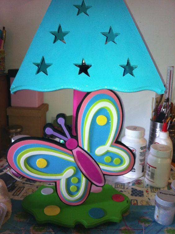 Lampara de madera con mariposa de foami casa ideas - Manualidades con lamparas ...