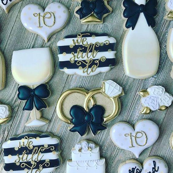 Cookies To Celebrate A 10 Year Anniversary Design Inspired By Sweetbaketique Anniversarycookies Westilldo Adornos Para Boda Programa De Bodas Bodas De Oro