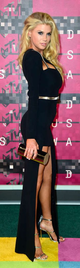 Charlotte McKinney – 2015 MTV Video Music Awards
