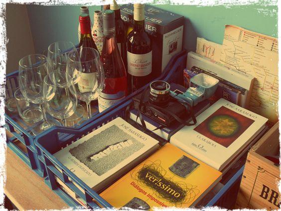 Uma boa ideia de Ravena Abreu! :D Caixote de feira para organizar as coisas