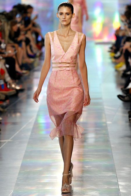 Someone please invite us to a summer wedding, so that we can wear this amazing #ChristopherKane frock!