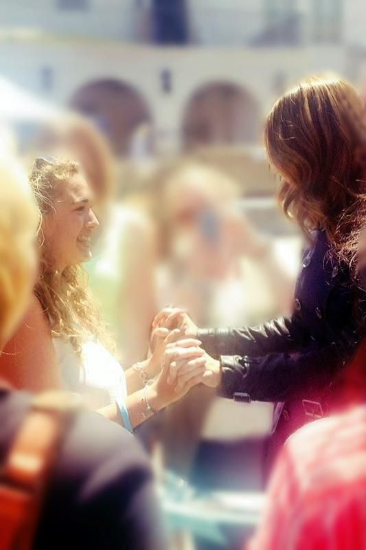 One year ago today I was holding hands with Stana Katic  #Besthandshakeever #takemeback