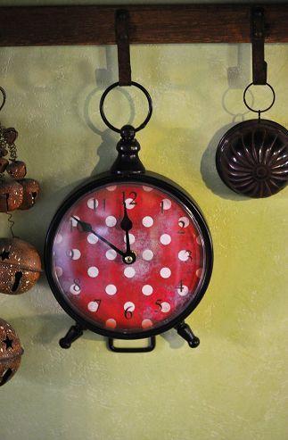 polka dot clock