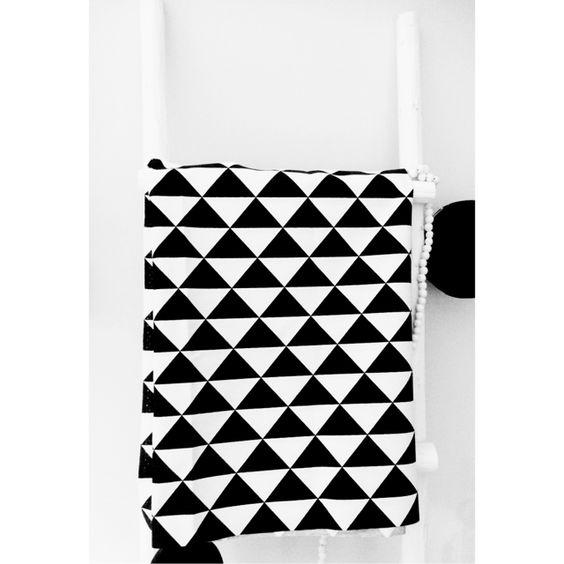 Wiegdeken triangle zwart wit