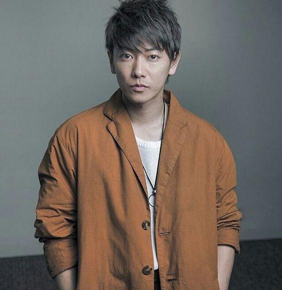ななめストレートスタイルの佐藤健の髪型