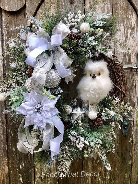 Couronne, couronne de hibou d'hiver, couronne de Noël, décoration de Noël, couronne de Noël hibou, chouette des neiges, couronne de porte d'entrée de Noël, Hibou Blanc d'hiver Bienvenue dans l'hiver et la saison de Noël avec cette couronne de hibou blanc neige d'hiver magnifique. Les