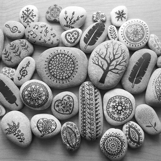 Mar De Pedres Piedras Pintadas Piedra Pintada Mandala Painted Stone Painted Stones Arte Art Hec Hand Painted Stones Painted Rocks Rock Painting Patterns