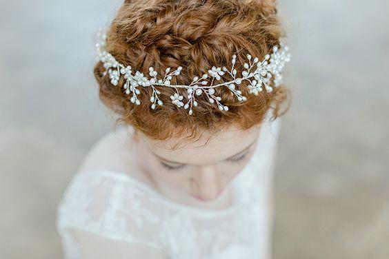 Haarschmuck für die Braut 2016 | Friedatheres.com  Haarschmuck von La Chia Kleider: Victoria Rüsche Fotos: Nicole Mattinger