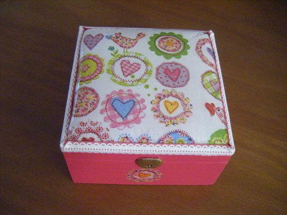 caixa e madeira decorada