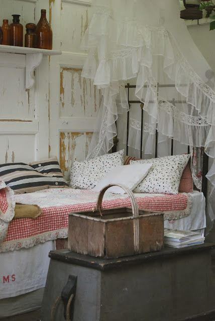 Romantic country bedroom is certain to create a night of for Country shabby chic bedroom ideas