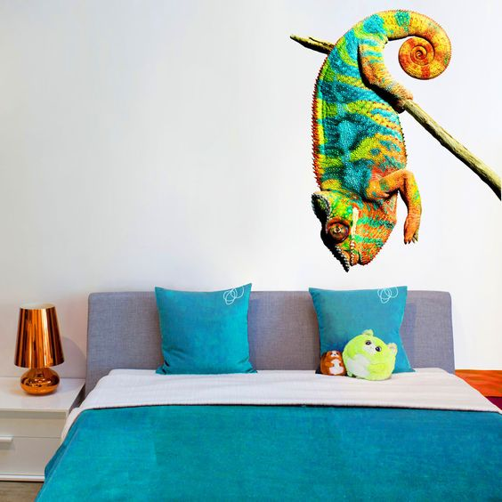 Chameleon wall sticker...she'd love this!