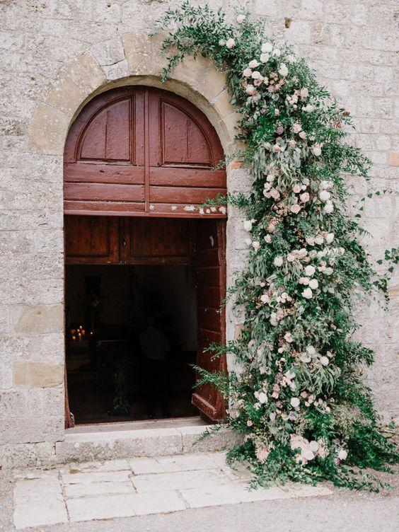arcada romantica decor nunta sedinta foto instalatie florala stil italian
