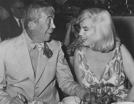 """Image - 1960 / Le 5 août 1960, une soirée est organisée au """"Mapes Hotel"""", à Reno dans le Nevada, lieu de tournage du film """"The Misfits"""", pour fêter un double anniversaire : celui de Kay GABLE (la femme de Clark) et celui de John HUSTON. L'équipe du film y est conviée: Marilyn, Clark GABLE, John HUSTON, Frank TAYLOR (le producteur du film). - Wonderful-Marilyn-MONROE - Skyrock.com"""
