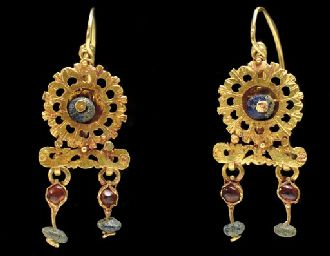 A PAIR OF ROMAN GOLD, GLASS AND GARNET EARRINGS                                                                                                                                                                       CIRCA 3RD CENTURY A.D.: