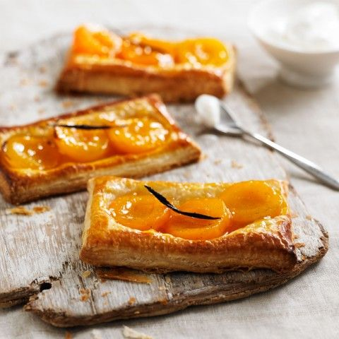 Apricot and Vanilla Tartlets - Woman And Home