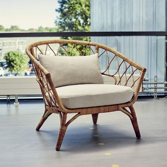 """Fauteuil collection """"Stockholm"""", IKEA. Ce magnifique fauteuil en rotin est un véritable appel à la détente avec ses courbes chaleureuses et sa large assise !:"""