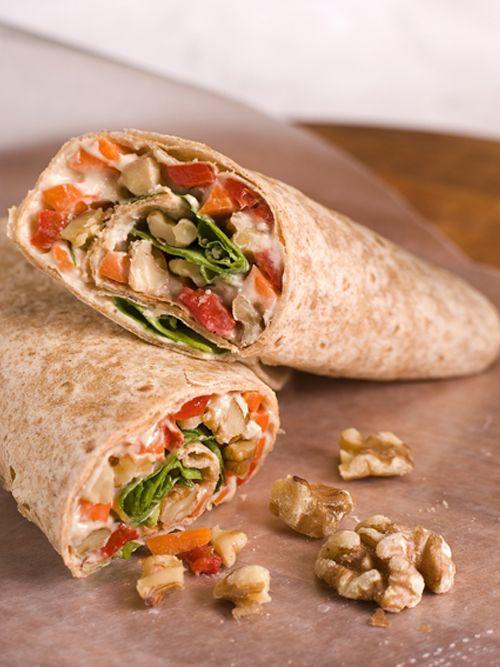 Vegetarische Hummus-Wraps mit Walnüssen