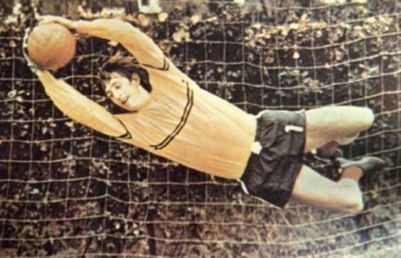 @El_Cruyff  'Porteros delanteros' http://bit.ly/1wQqN43  Recordaba esta foto, Johan?