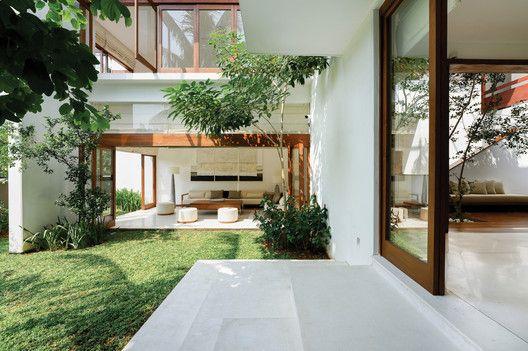 Gallery Of Kodikara House Lalith Gunadasa Architects 21 In 2020 Courtyard House Architecture House Architect