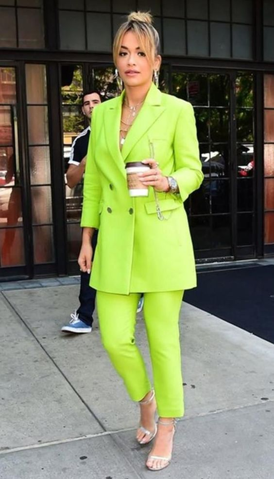 chic office outfit in neon color / blazer + pants + bag + heels
