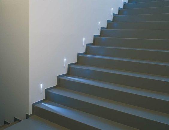 iluminación LED elegante para las escaleras