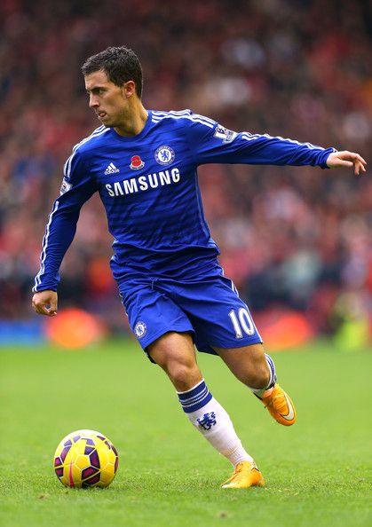 Eden Hazard Photos - Eden Hazard of Chelsea runs with the ball during the Barclays Premier League match between Liverpool and Chelsea at Anfield on November 8, 2014 in Liverpool, England. - Liverpool v Chelsea - Premier League