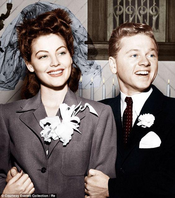 Ava Gardner y Mickey Rooney después de su boda, en Enero de 1942: