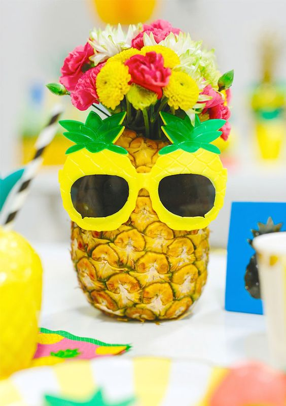 DIY a pineapple centerpiece for your 30th birthday summer pool party with this easy tutorial.