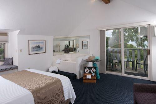 Book Country House Resort In Sister Bay Hotels Com In 2020 House Rooms Door County Lodging Door County Hotels