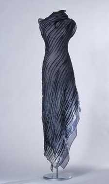 CMU  Transparante jurk (1999 – voorjaar/zomer)  Nót tom dick & harry, Claudy Jongstra. Merino wol, zijden chiffon, zijden organza.