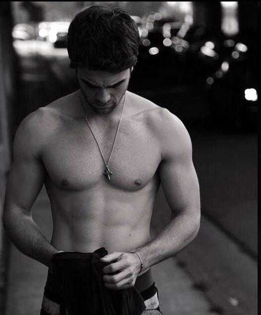 Nathaniel buzolic shirtless !!! Omg can't breath  hkjahxkfkakajalkfdhd
