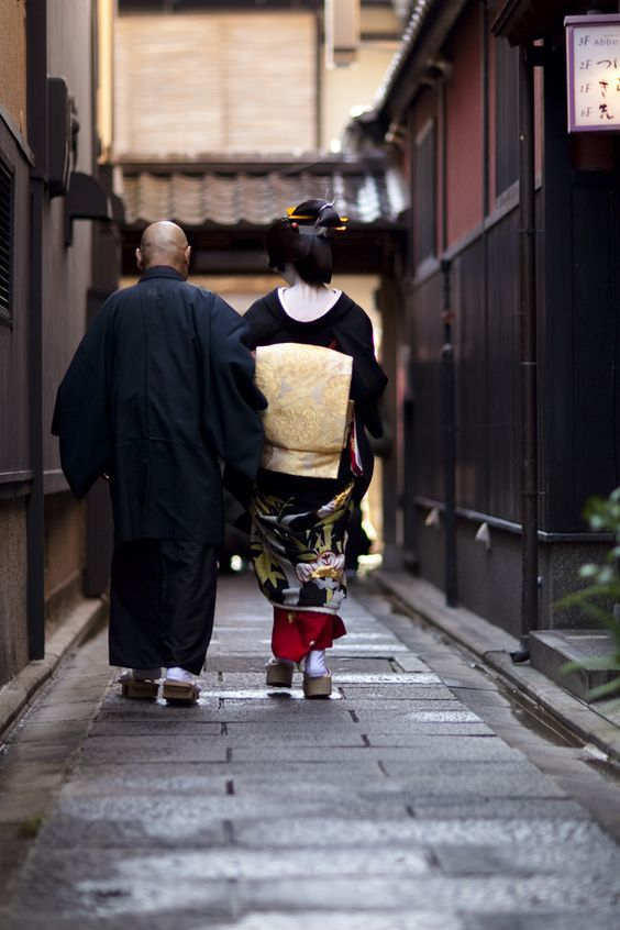 geisha-kai: erikae of geiko Konomi by ONIHIDE on Flickr