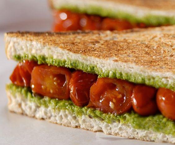 Cantinho Vegetariano: Sanduíche de Tomate com Pesto de Manjericão (vegan...