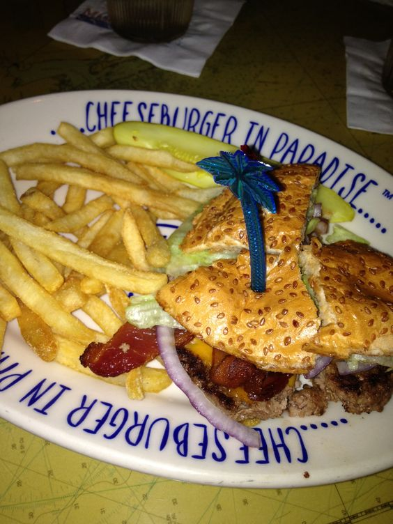 Jimmy Buffet's Margaritaville at #UniversalOrlando #CityWalk. Barbecue bacon cheese burger with fries