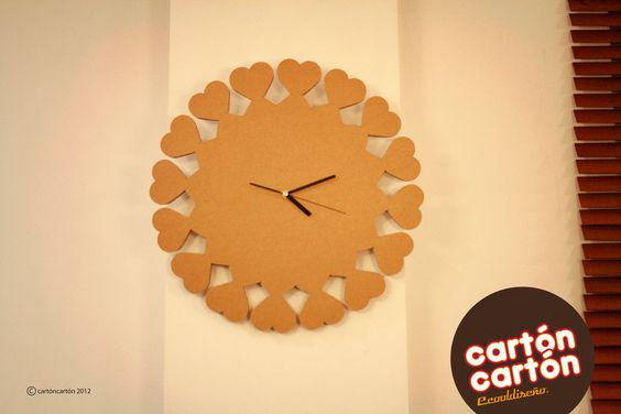 Reloj corazones de cartón. By cartóncartón