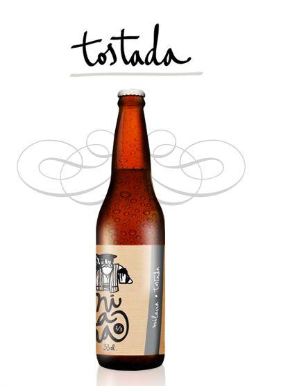 MILANA TOSTADA Cerveza de alta fermentación, estilo AMBER, elaborada con tres variedades de malta y dos de lúpulo. Sin filtrar ni pasteurizar. Producto natural que puede contener sedimentos. Recomendamos no servirlos. Ingredientes: Agua, malta de cebada, avena, lúpulo y levadura. http://www.cervezamilana.com/