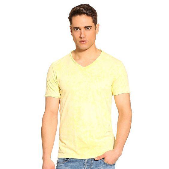 """T-Shirt Gunnar Acid cotton    Durch den Maltinto-Farbeffekt sind den möglichen Farbkombinationen fast keine Grenzen gesetzt. """"Mix and match"""" ist die Philosophie, die diesem schmal geschnittenen T-Shirt zugrunde liegt.    100% Baumwolle.  Maschinenwäsche bei 30°.  Längen Größe M:  Gesamtlänge ca. 72 cm.  Schultern ca. 43 cm...."""