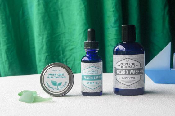 The Pacific Coast Beard Kit brings together the sage gardens, rosemary bushes and the fresh smell of citrus so reminiscent of the California Coast.