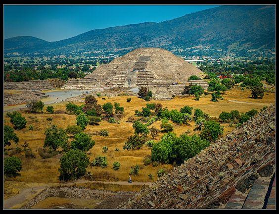 Teotihuacán, MX - Pirámide de la Luna by Guillermo Ruiz on 500px