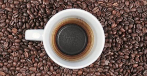 Kaffeesatz belebt die Haut und regt die Durchblutung an. So wendest du ihn gegen Orangenhaut an.