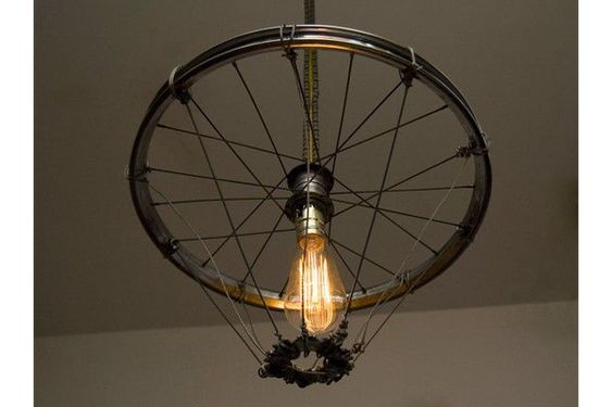 Lampara de techo reciclada con llanta bicicleta - Decoracion lamparas de techo ...