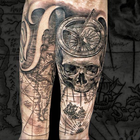 Skull compass bússola map tattoo