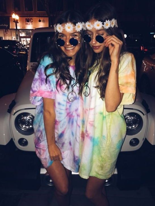 30+ Creative Halloween Friend Costumes For Girls #bffhalloweencostumes Halloween is one of the best parts of the fall. Choosing your costume builds up with your friends is the fun. You probably found yourself chilling in your