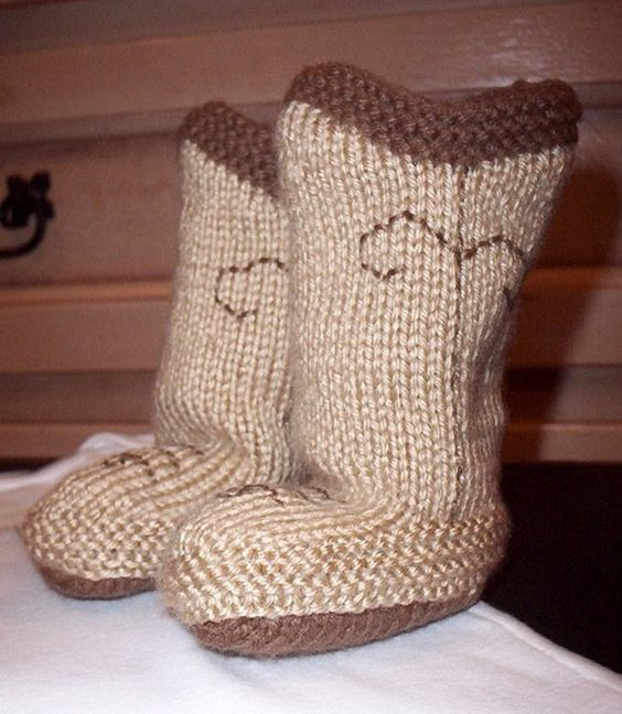 Knitting Pattern Baby Cowboy Booties : Cowboy Booties Pattern- Free baby booties Pinterest ...